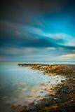 在日出长的曝光海景前 库存照片