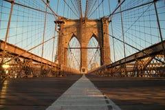 在日出,纽约的葡萄酒布鲁克林大桥 免版税图库摄影