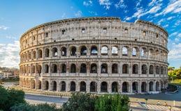 在日出,罗马,意大利的罗马斗兽场 免版税库存照片