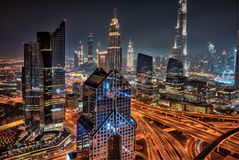在日出,阿联酋期间的迪拜地平线 库存照片