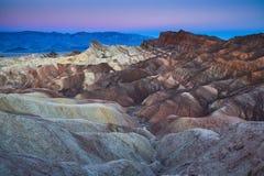 在日出,死亡谷国家公园, Californ的Zabriskie点 库存图片