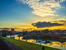 在日出以后的美丽的景色与白川町河  免版税库存图片