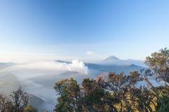 在日出以后的令人惊讶的布罗莫火山 库存图片