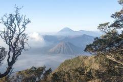 在日出以后的令人惊讶的布罗莫火山 免版税图库摄影