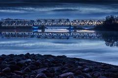 在日出1的有启发性铁路桥 库存照片
