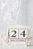 在日历的圣诞前夕日期 12月24日 免版税库存图片