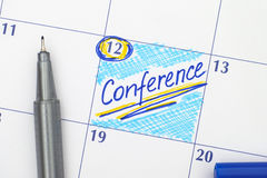 在日历的提示会议与笔 免版税库存照片