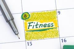 在日历的提示健身与笔 库存照片