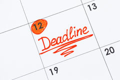 在日历的提示最后期限 免版税库存图片
