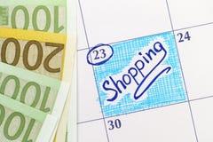 在日历的提示购物与欧洲钞票 免版税库存照片