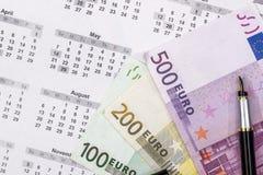 在日历的100 200 500张欧洲票据 图库摄影