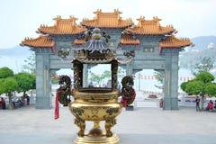 在日月潭的wenwu寺庙前面 免版税库存照片