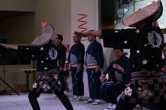 在日本亭子商展的传统舞蹈 库存图片