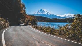 在日本和路的Mt富士在湖Kawaguchiko 图库摄影