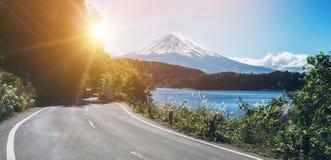 在日本和路的Mt富士在湖Kawaguchiko 库存图片