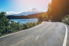 在日本和路的Mt富士在湖Kawaguchiko 库存照片