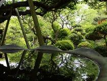 在日本寺庙的反射 免版税库存照片