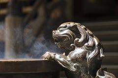 在日本寺庙的狮子 库存照片
