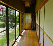在日本房子的木大厅 库存照片