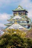 在日本正面图的中世纪大阪城堡 免版税库存照片