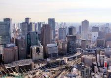 在日本的旅行 日本的建筑学 城市的看法从摩天大楼的屋顶的 图库摄影