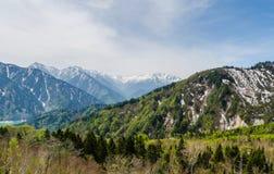 在日本阿尔卑斯馆山kurobe高山路线的山脉 免版税库存图片