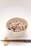 在日本饭碗的混杂的米 免版税库存照片
