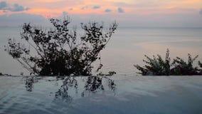 在日落下的游泳池在海附近 影视素材