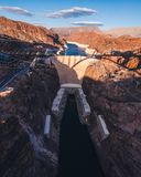 在日落之前的胡佛水坝 库存图片