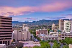 在日落之后的街市博伊西爱达荷与资本大厦 免版税库存照片