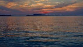 在日落以后的五颜六色的天空与海岛o的剪影天际在亚得里亚海 库存照片