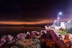 在日落以后的奇怪的残光在Cinarcik -土耳其 图库摄影