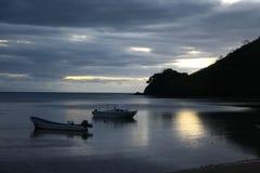 在日落以后的海滩 免版税图库摄影