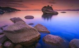 在日落以后的Tahoe湖 图库摄影