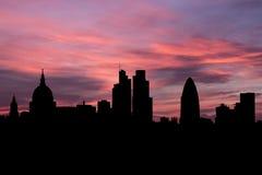 在日落例证的伦敦地平线 免版税库存照片