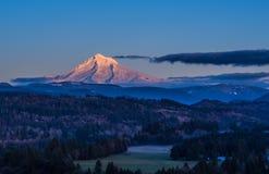 在日落光的为时的Mt敞篷 免版税库存照片