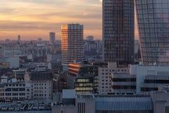 在日落光的伦敦地平线与新的现代大厦 免版税库存照片