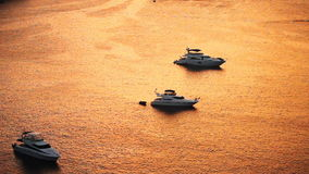 在日落光的速度小船 影视素材