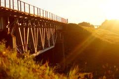 在日落光的铁路 免版税库存图片