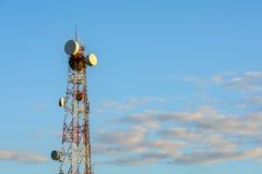 在日落光的Telecomunications塔 免版税库存照片
