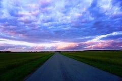 在日落前的五颜六色的云彩 库存照片
