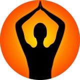 在日落前面的瑜伽 免版税图库摄影