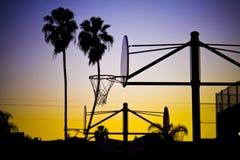 在日落加利福尼亚的街道篮球 免版税库存照片