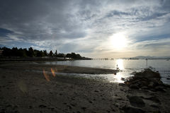在日落基斯兰奴海滩温哥华的码头 库存图片