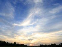 在日落天空的平安的米领域 图库摄影