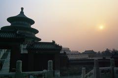 在日落寺庙附近的天堂 库存照片