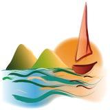 在日落山的游艇 免版税库存图片