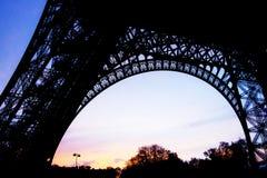 在日落时间的艾菲尔铁塔另外姿势 图库摄影