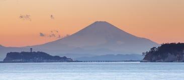 在日落时间的山富士 库存图片