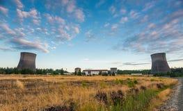 在日落时间的核电站风景 免版税库存图片